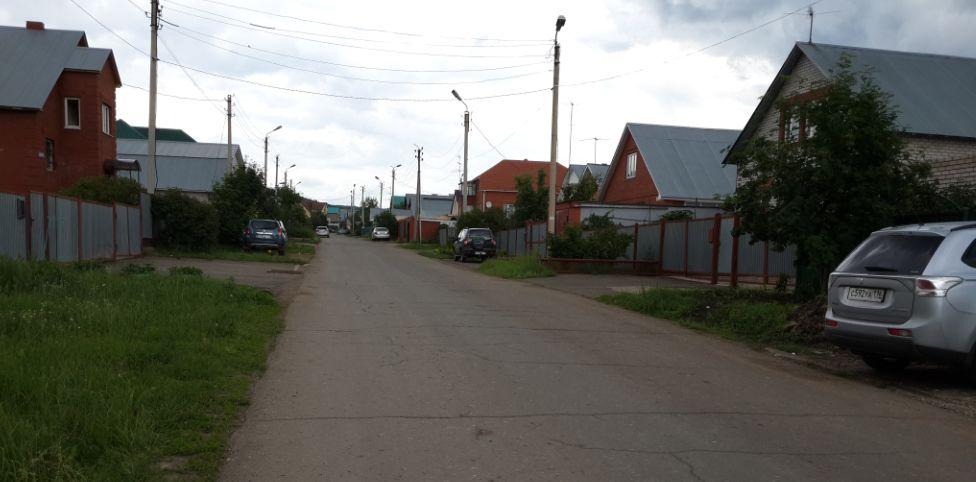 Другая часть улицы Буровиков.